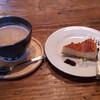 西條くぐり門珈琲店 - 料理写真:カフェオレ・ベイクドチーズケーキ