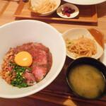 エルカンティーナ - ローストビーフ丼