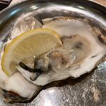 すしまる - 磯の香り強い生牡蠣は岩塩レモンで
