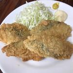 徳田屋食堂 - フライ盛り合わせB単品700円。サワラとスマガツオです。どちらも、大きめなポーションで、揚げ具合も良く、とても美味しくいただきました(╹◡╹)