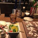 124182979 - ウーロン茶330円、お通し500円。お通しは、バーニャカウダに使う野菜を、選べる特製ソースでいただくものです。マヨネーズタイプを選択しましたが、とても美味しかったです(╹◡╹)