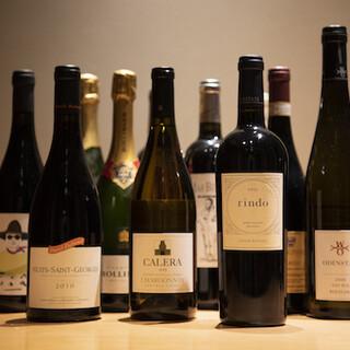 ワインと日本酒を取り揃えております