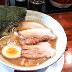 らーめん 三拍子 - 煮干し醤油ラーメン+チャーシュー
