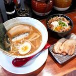らーめん 三拍子 - 煮干し醤油ラーメン+チャーシューと、ミニ温玉チャーシュー丼