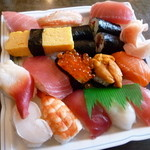 助六寿司 - 上寿司 \1300 いつも以上に大盤振舞な気が・・・