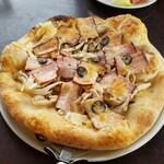 124210785 - スモークベーコンときのこのピザ1480円