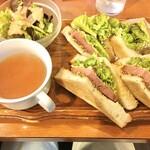 SOUTH CAFE - チーズミートサンド ¥800