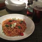 椿ダイナー - トマトとモッツァレラのパスタ、キティ