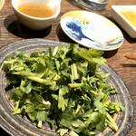 地鶏割烹 稲垣 - パクチーだけ盛りw