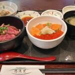 124222510 - 村上牛炙り丼、鮭親子丼セット 1800円(別)