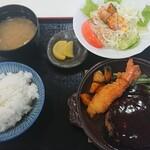 ごんた食堂 - 料理写真:新メニューのハンバーグ定食。エビフライ1本付。