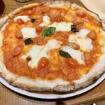 ペッシェドーロ - バジルとチェリートマトのマルゲリータ