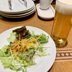 ペッシェドーロ - サラダとビール