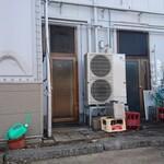 124234475 - 店舗裏駐車場側の入口(左のドアです)