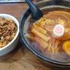 麺屋 から草 - 料理写真:から草ラーメン大盛り920円、チャーシュー丼280円、どちらもネギ抜き