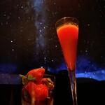 プラネタリウム BAR - 苺のフレッシュフルーツカクテル