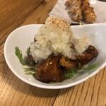 やきとり家すみれ - 鶏皮カリカリとハリハリ水菜のゆずすこおろし添え