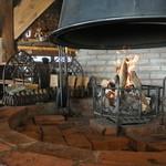 ふくろうの森 - お客様自身が薪をくべて 店内の暖かさ調節が出来ます