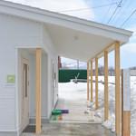 トゥルモン - まだ雪が深く 雪の白と建物が素敵に同調してます