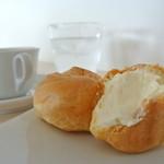 トゥルモン - ケーキセット(シュークリームとコーヒー)