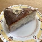 カフェ アンドゥ - バナナケーキ税抜き417円。ラッピングの袋から取り出したとたんバナナのいい香り〜。しっとりしてて、でもバナナがキツすぎない美味しーいケーキ。