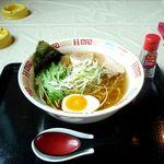おもしろい家 - 料理写真:しおラーメン(680円)