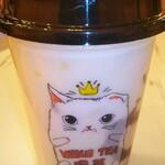 タピオカ専門店 猫茶 - トウモロコシ&紫芋タピオカミルク650円(通常価格)左上の黄色いのはトウモロコシの粒です