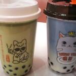 タピオカ専門店 猫茶 - 持帰りで頼んだ ★抹茶(左) ★青空:バタフライピー(右)