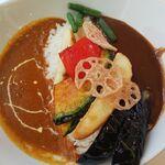 CURRY ON - ハーフ&ハーフカレー(キーマカレー・金沢濃厚カレー中辛)+トッピング(6種のカラフル野菜)