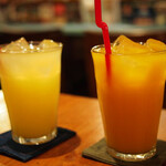 ズートンズ - シークワーサージュースとマンゴージュース