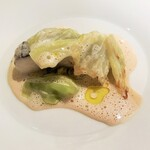 シャントレル - ヒラメ、冬野菜、白ワインソース