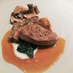 シャントレル - 赤身肉、マデラソース、キノコ