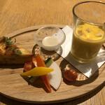 カフェ クッチーナ&カンパニー - キッシュ、バーニャカウダ、カボチャのスープ