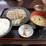 五徳屋 - 料理写真:五徳屋サイズメンチカツの定食セット。