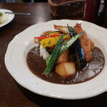 Irish Pub An SOLAS - ギネスカレー 彩り野菜とチキンカツのせ