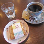 アトリエタッセル - 料理写真:ブレンドコーヒーとお菓子のセット