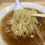 谷ラーメン - モチモチの麺
