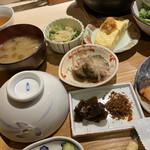 旬菜 いまり - ナメコの味噌汁、湯葉と青菜のお浸し、ナスのオランダ煮