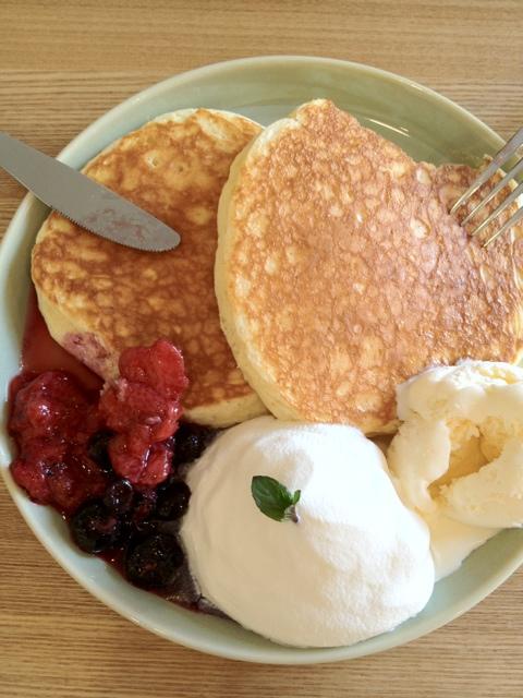 カフェミチクサ - クラシックパンケーキ Wベリー