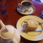 アカリ珈琲 - ストロングコーヒーとロールケーキ