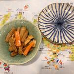 隠れ岩松 - お通しはズイキの煮物