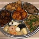 中華惣菜 東方紅 - お惣菜盛り合わせ。