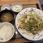 やよい軒 - たっぷり野菜の肉野菜炒め定食。