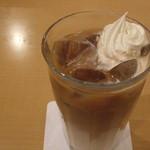 神戸珈琲物語 カフェ ポッシュファースト - アイスカフェオーレ(¥550)