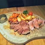 ビストロ クレアンテ - 本日の肉盛り3種!オシャレな店は板に肉を乗せるようです。