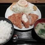 豚菜 - ハーフチキンカツ定食 858円