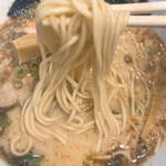 らーめん たいざん - 富士山燻製醤油ラーメンの麺