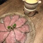 炭火とチーズ NIKUBAKA -