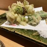 124350971 - 山菜の天ぷら
