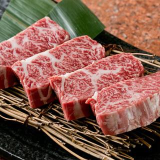 上質な部位の焼肉にぴったりな、一品料理もご用意しております。